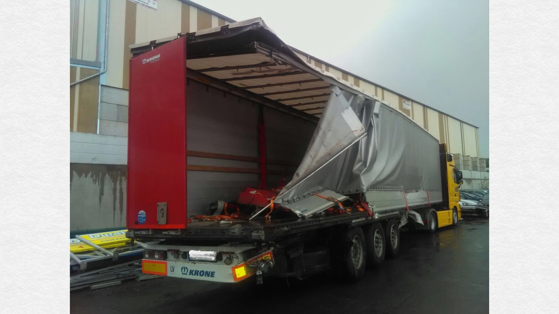 krone semi trailer with tarpaulin damage towed close to nuernberg. Black Bedroom Furniture Sets. Home Design Ideas